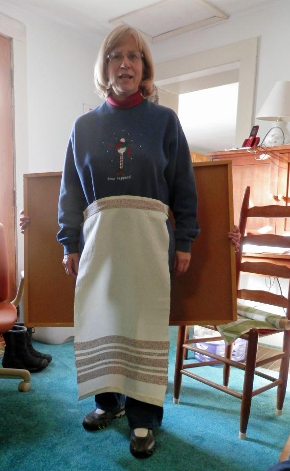 LinLLinda wove cotton fabric and made an apron