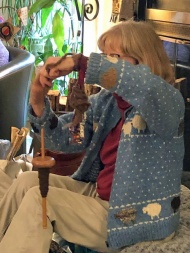 Linda explained her love of all things sheep and demonstrated how her wrist distaff worked with a drop spindle.